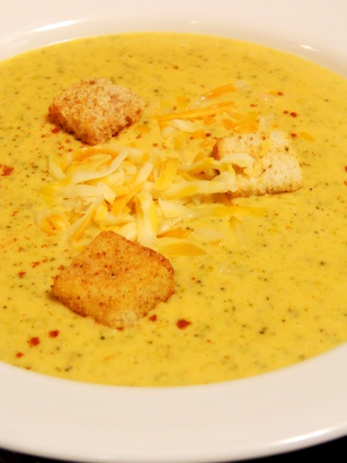 Broccoli Cheese Soup | baconavecbacon.com