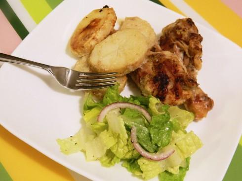 Garlic Baked Chicken & Potatoes | baconavecbacon.com