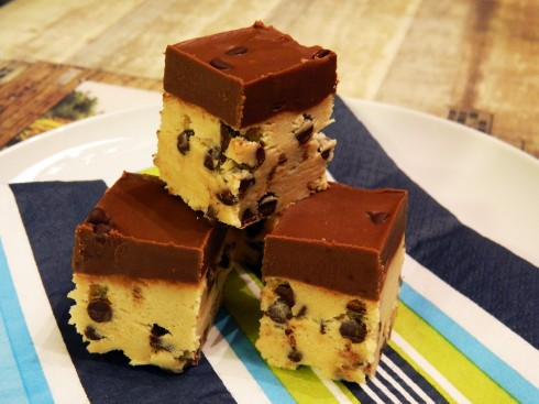 Chocolate Chip Cookie Dough Bars | baconavecbacon.com